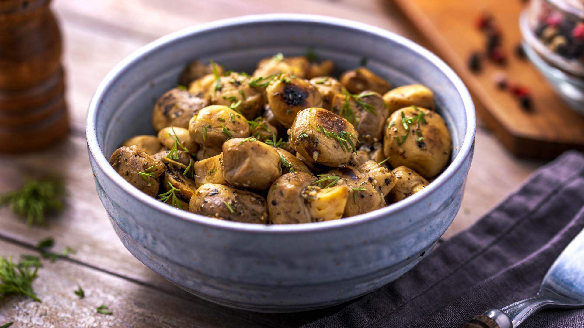 Ciuperci Sotate cu Usturoi si Marar 1