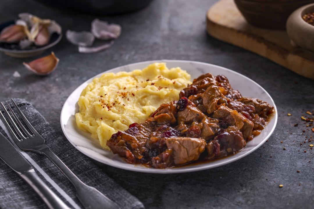 Muschiulet de Porc Cranberry cu Piure de Cartofi cu usturoi copt
