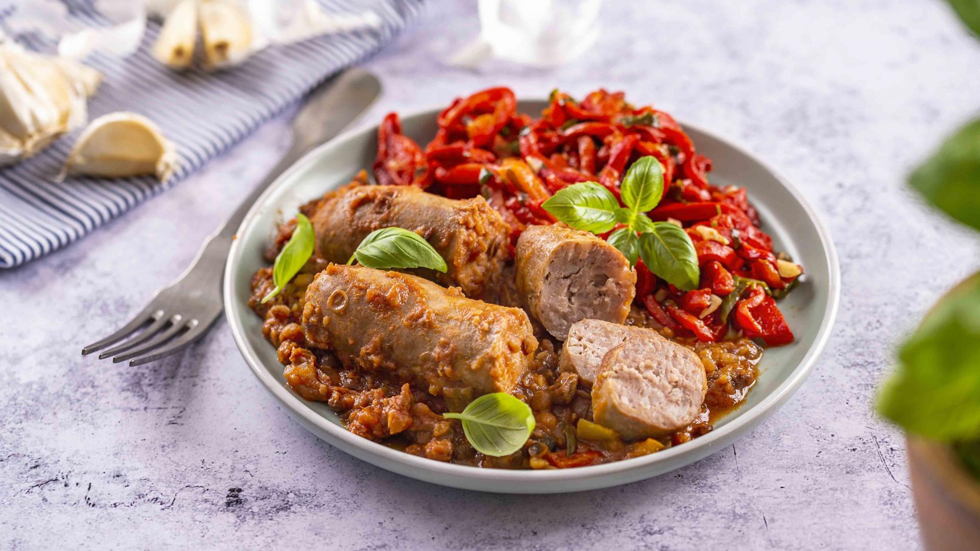 Tocanita de Linte cu Salsiccia cu Salata de Ardei Copti 1