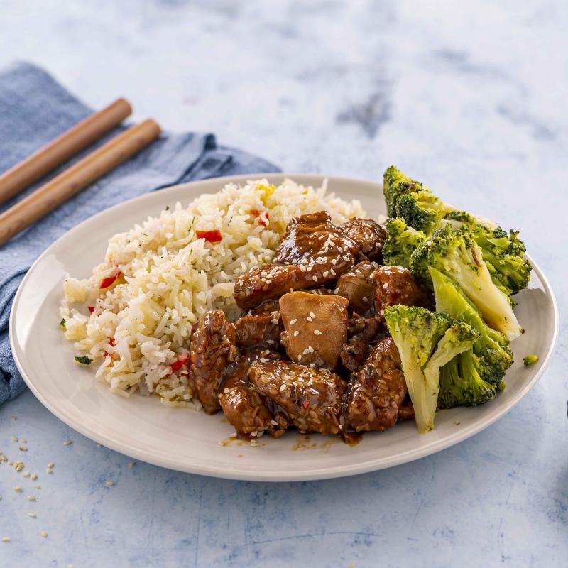 Sesame Chicken cu Orez cu Legume si Broccoli