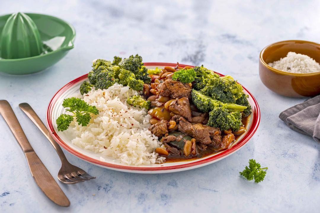 Pui Kung Pao cu Orez cu Ceapa Verde si Broccoli