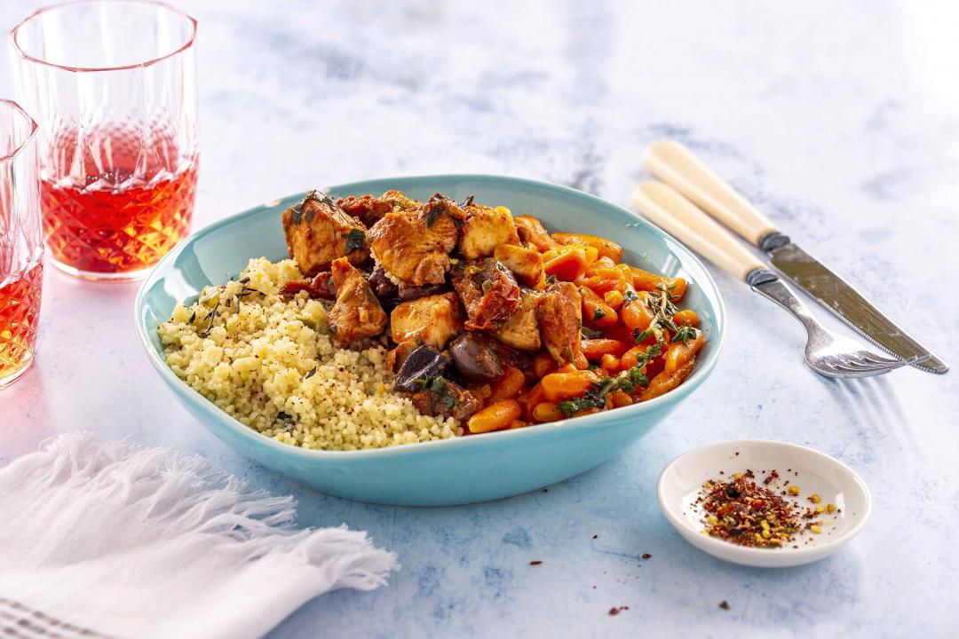 Mediterranean Chicken Bowl cu Couscous si Baby Carrots