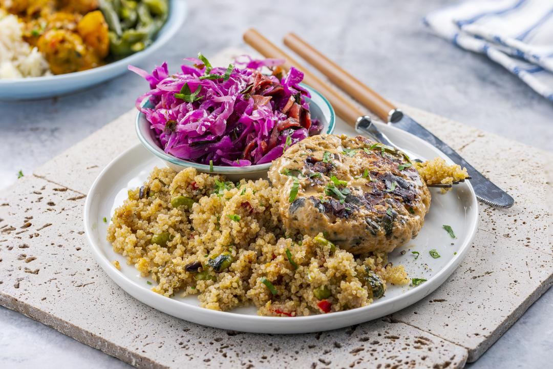 Turkey Burger cu Quinoa cu Legume si Coleslaw